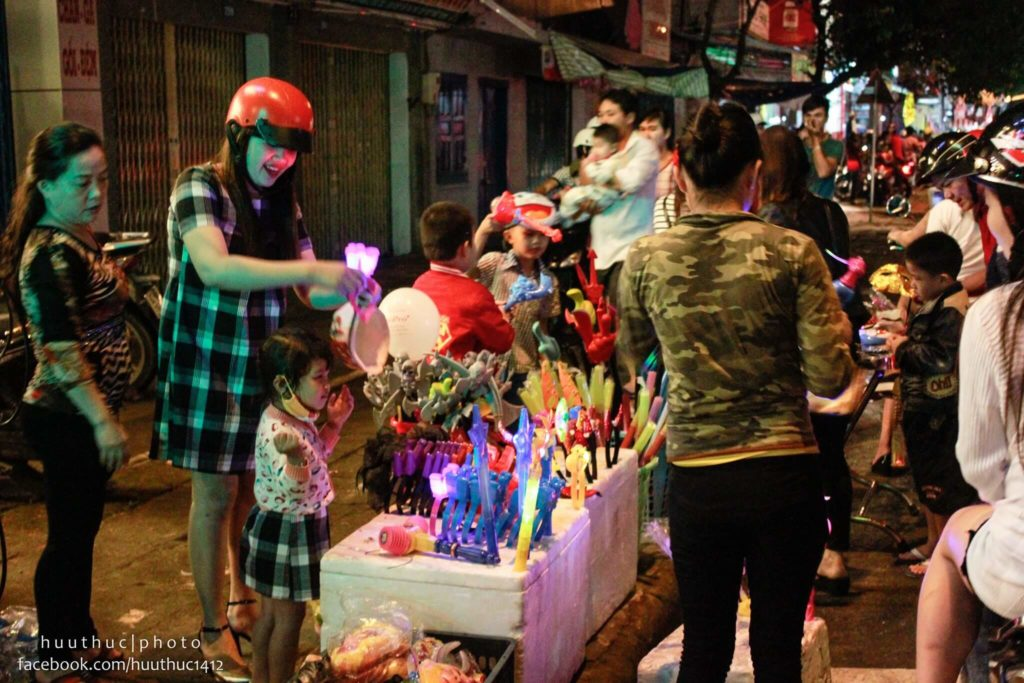 đường phố đêm trung thu