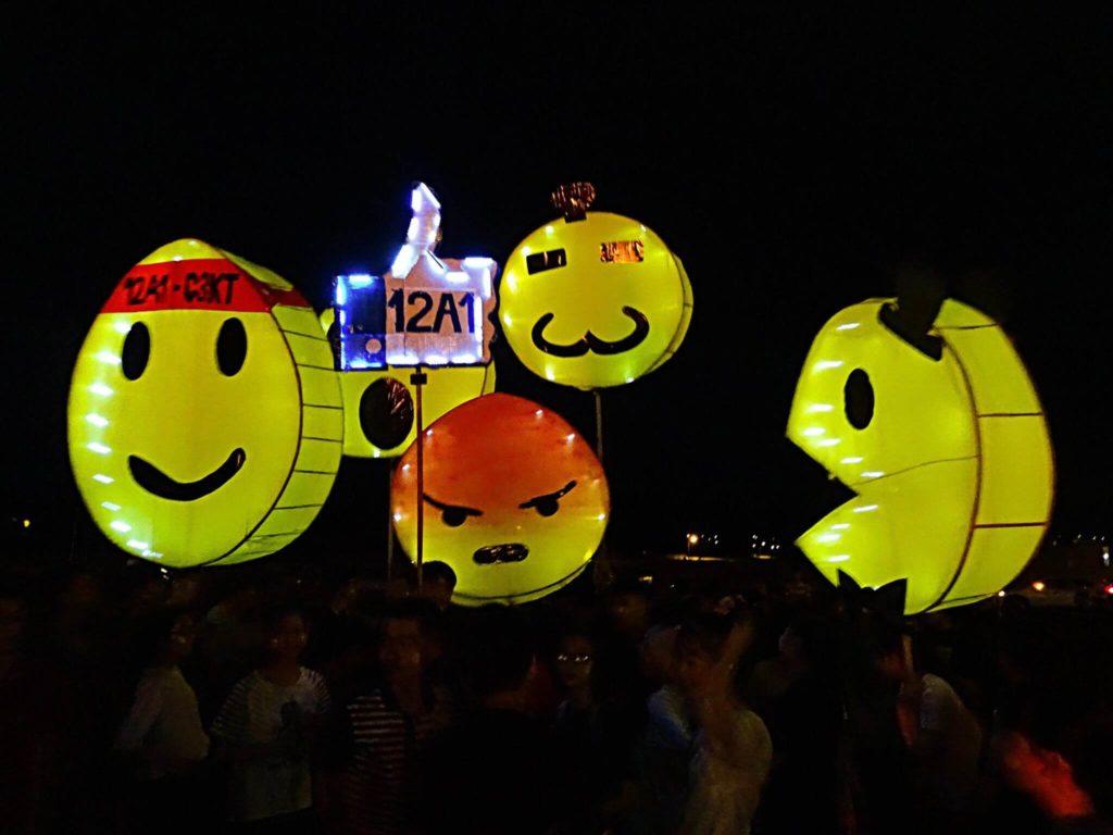 lồng đèn emoji facebook